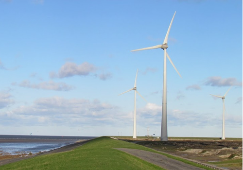 Windmolens in de Eemshaven. Foto: TS